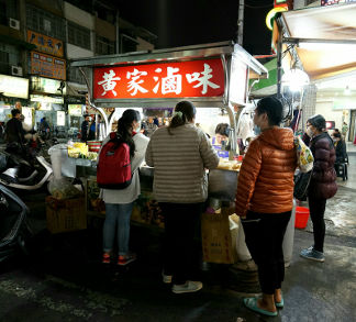 Attraction nearby 周遭景點-自強夜市